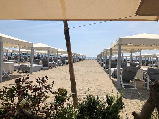 Blick vom Restaurant auf den Strand \