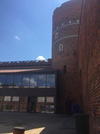 Цеханув, Польша: Kontrowersyjna rewitalizacja - Dziedziniec zamku w Ciechanowie