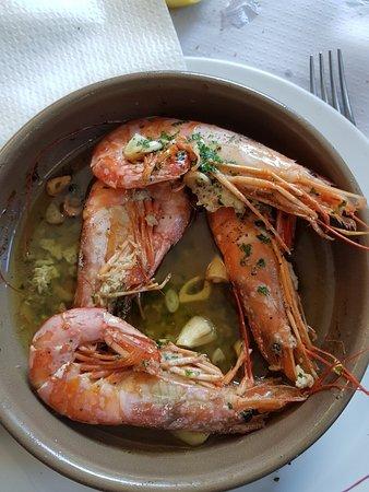 Les, إسبانيا: Soupe de poisson, assiette de charcuterie, paëlla, cotellettes