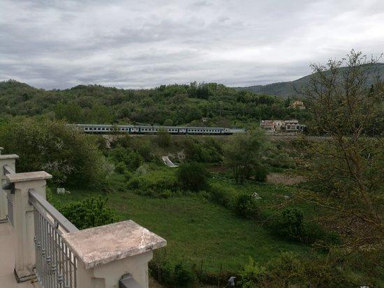 Sante Marie, Italy: Il treno dal terrazzo del 3cannellebb