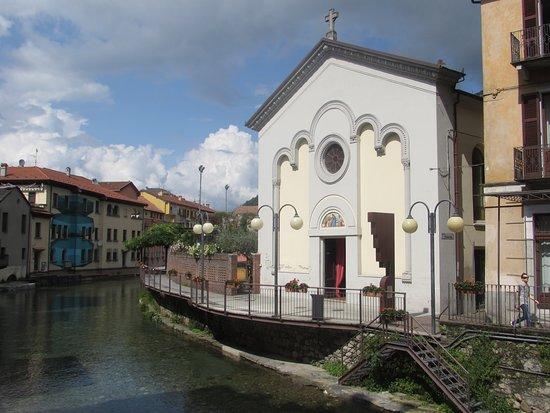 Omegna, Italia: la chiesa