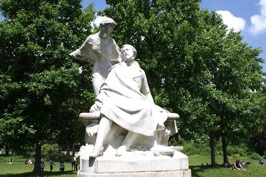 Statue d'Alfred de Musset
