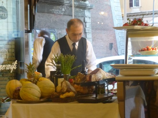 Papa Rex: Stefano preparing antipasto
