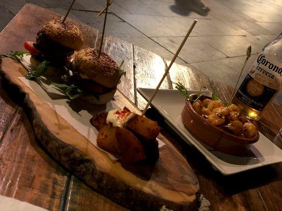 Dona Rosa: Mini Burger & Schrimps