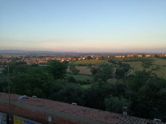 Torrita di Siena, Italië: IMG_20180616_203200_large.jpg