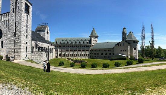 Saint-Benoit-du-Lac, Canada: Main buildings