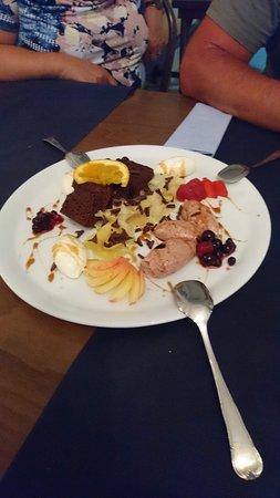 Cas Solleric : Nachspeisen Teller mit Mousse und frischen Früchten