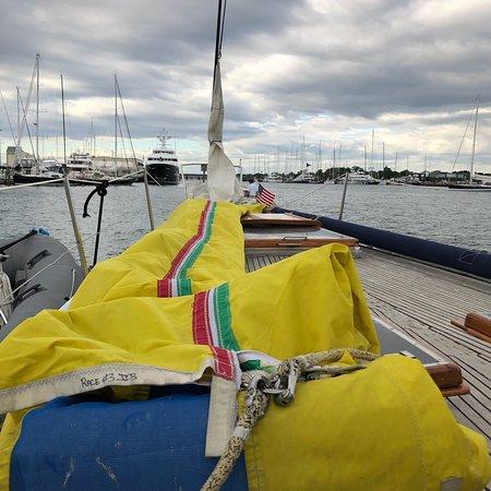 Zdjęcie 2 Hour Newport Harbor Sail Aboard Former America's Cup Yacht