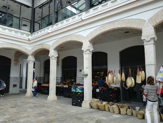 Plaza de Espana: Mercado junto a la Plaza