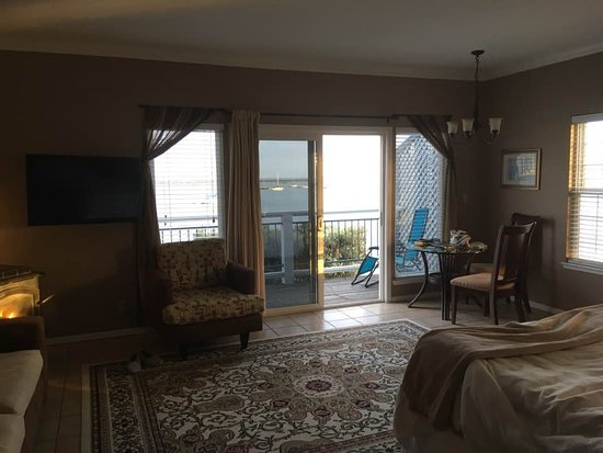 The Inn at Mavericks : The Montara Room-lovely and I highly recommend. Bed was so comfy, and had a large soaking tub.