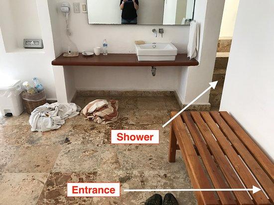 Na Balam Beach Hotel: Room #13 - Entrance/Sink Area