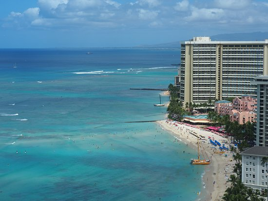 Aston Waikiki Beach Tower: View from room to the right Waikiki strip.