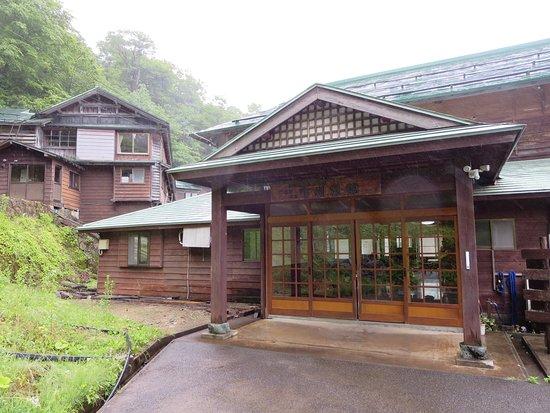 Yonezawa, Japan: 旅館の玄関