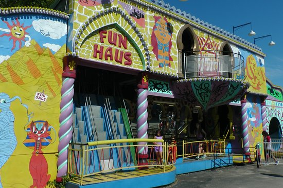 York S Wild Kingdom Zoo And Fun Park One Of The Houses