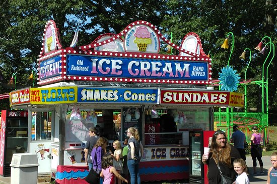 York's Wild Kingdom Zoo and Fun Park : Colourful food stall