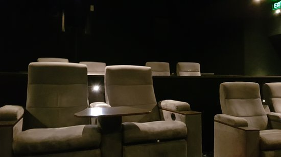 Pleasant Lux Small Theater Middle Seats Picture Of Hoyts Melbourne Beatyapartments Chair Design Images Beatyapartmentscom