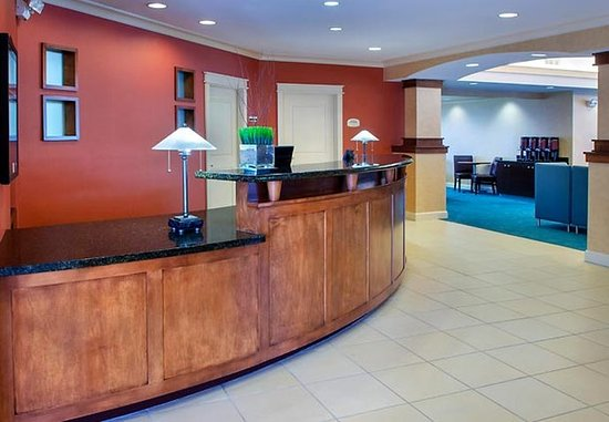 East Greenbush, NY: Lobby