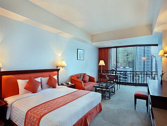Tai-Pan Hotel: Guest room