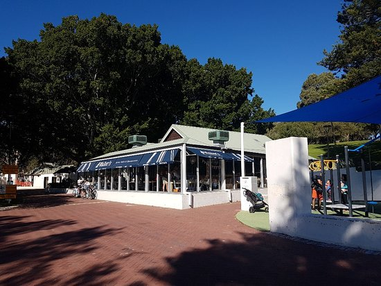Bicton, Australia: The Point Walter cafe where the service is as slow as a three-legged dog on valium