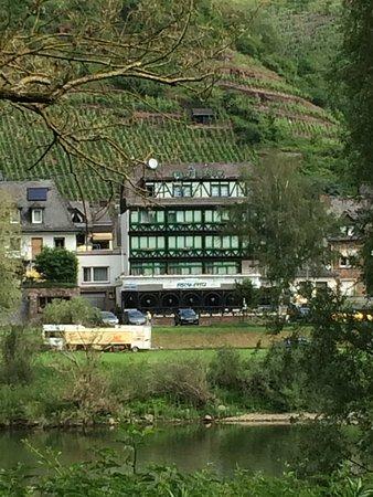 Valwig, Germany: Het hotel van de overkant van de Moesel