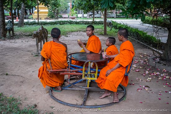 Cambodia Photo Tours by Michael Klinkhamer: Phnom Penh Photo tour off the beaten track discovery.