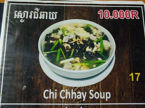 Kampong Chhnang, Cambodia: 닭고기 생강볶음(차 끄녀이)와 채소볶음... 그리고 연유 커피. 음식가격은 10000리엘이니 2.5$정도. 적당한 가격. 친절함.
