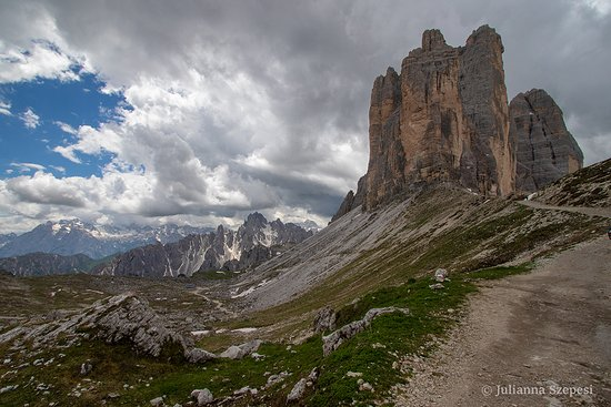 Tre Cime di Lavaredo: View of Tre Cime near Forcella Lavaredo