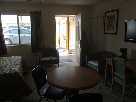 Arizona Inn & Suites: Room #123