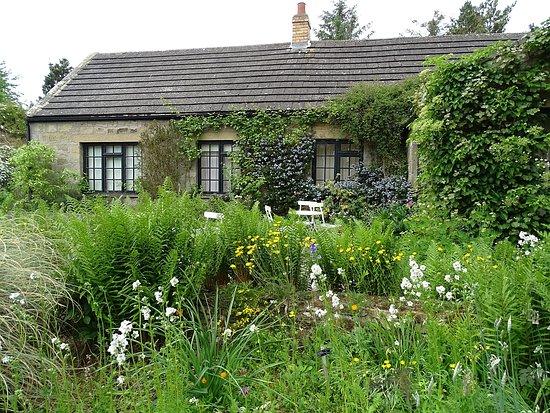 写真Bide-a-Wee Cottage Garden枚