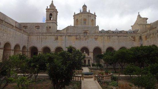 San Duminku u l-Verġni Mbierka
