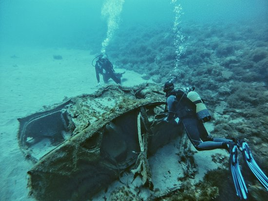Discover Scuba Diving: A Toyota Prius that a storm dragged into the sea.