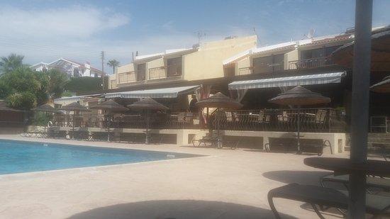 Erimi, Cypr: front of restaurant