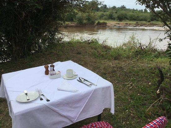 Mara Serena Safari Lodge: Sunday hippo breakfast