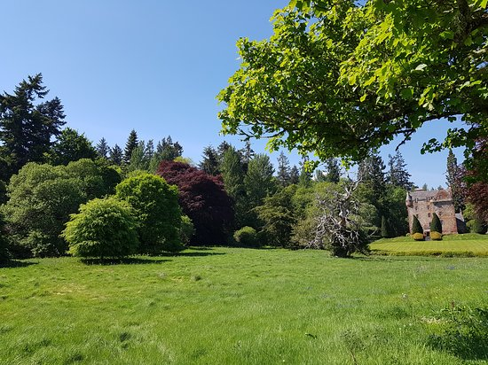 Castle Leod: Jardines y castillo