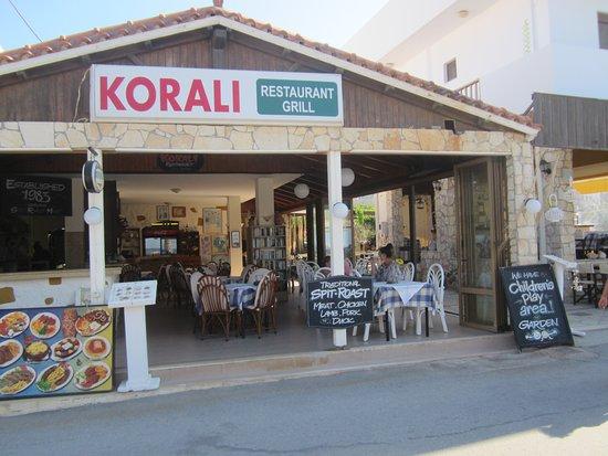 Korali Restaurant: Left hand frontage of Korali.