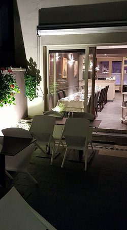 "Uccle, Belgien: l'arrière du restaurant ""by night"""