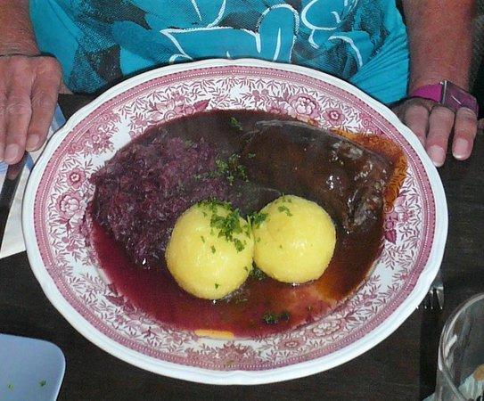 Wangerooge, Germany: Rinderroulade mit Rotkohl und Klößen