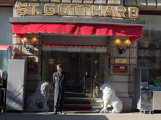 Hotel St. Gotthard: Vista frontal