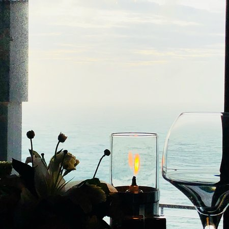 Good Service, sea view