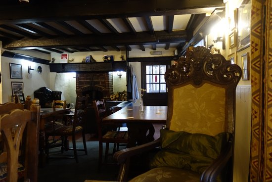 Llannefydd, UK: Inside has beautiful seats, a cozy area by the fire.