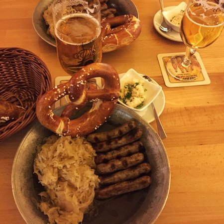 Bratwurst Röeslein: Sunday Lunch can not be this early !!