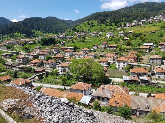 Trigrad, Bulgaria: Hiking trail behind the hotel