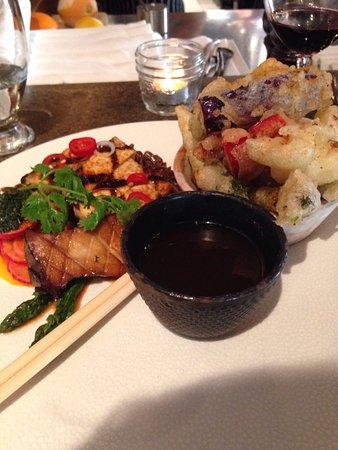 Fraser Cafe: Légumes tempura et nouilles de soja, tofu, kim chi... excellent!