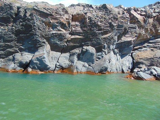 "Santorini Volcano: Вода ""ржавая"""