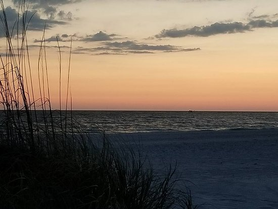 Oasis Palms Resort: Sunset on Treasure Island Beach