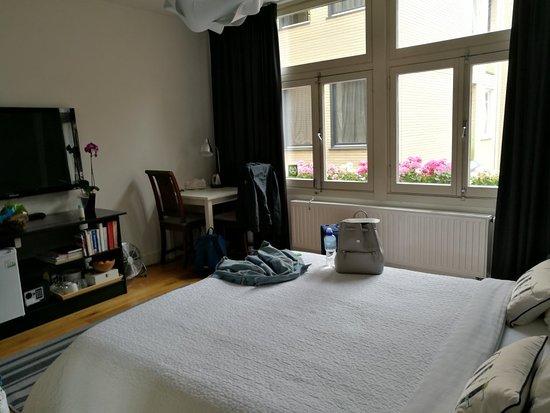 Velvet Amsterdam Bed and Breakfast: IMG_20180614_142227_large.jpg