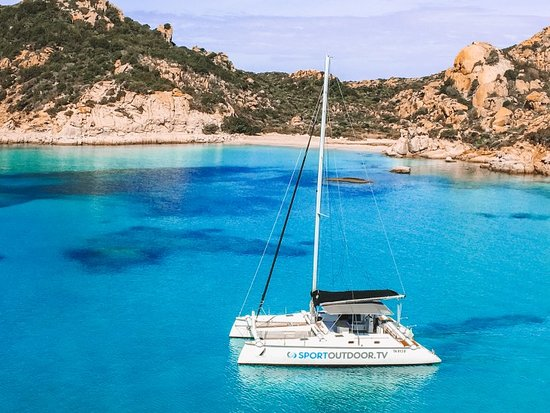 Palau, Italien: Our catamaran in the beautiful National Park of la Maddalena