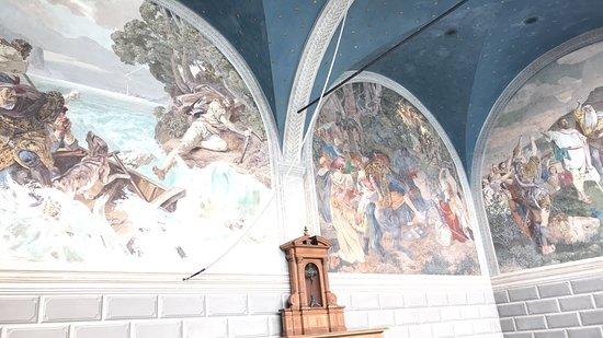 Sisikon, Switzerland: Wandmalerei in der Kapelle
