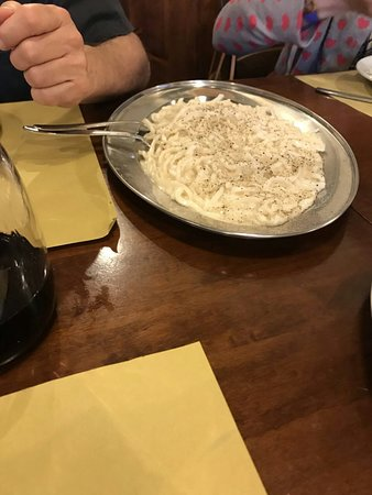 Istia d'Ombrone, Italy: Tortelli al ragù, tagliatelle alla lepre e picci cacio e pepe.