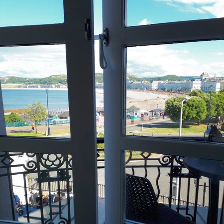 Fantastic sea view, relaxed atmosphere, lovely staff